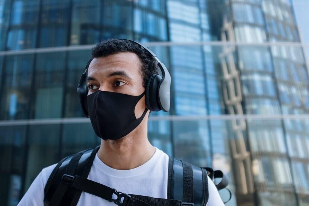 CorrecMan wears face mask correctlyt use face mask