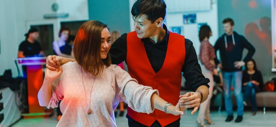 Couple dance salsa romántica at a party