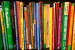 Spanish textbooks on a bookshelf